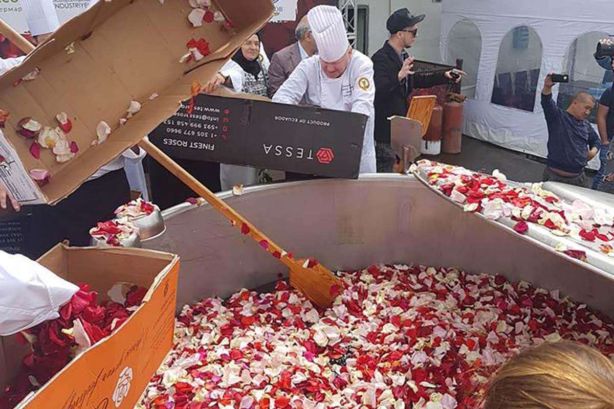 Миллион лепестков майских роз